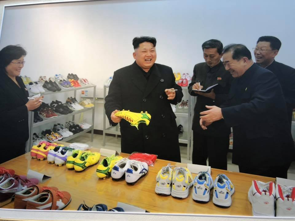 財訊傳媒董事長謝金河參訪北韓企業,大呼真正政治掛帥的樣板企業。圖/擷自謝金河臉書