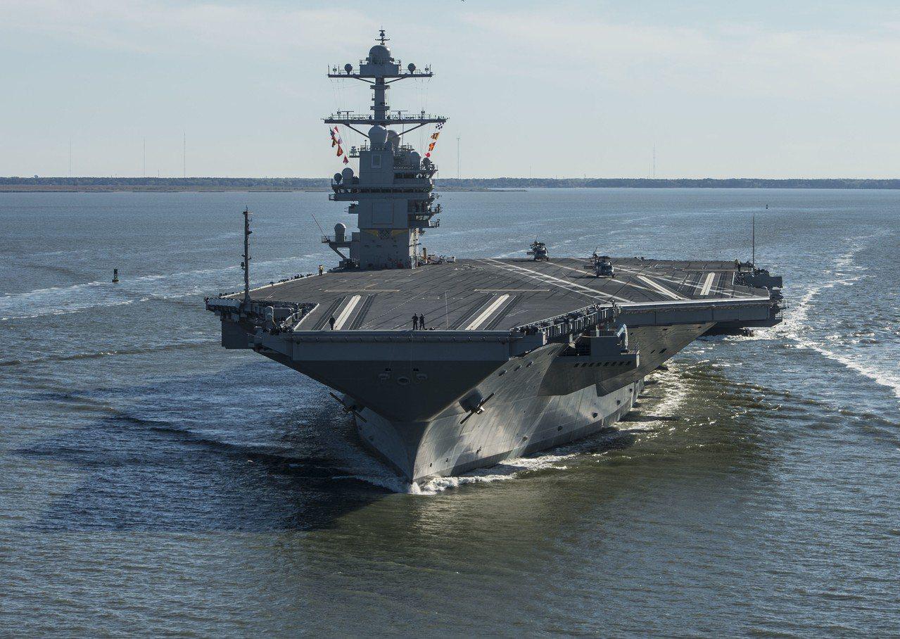 美國海軍最貴的航空母艦「福特號」去年已交艦,卻還沒裝上運送炸彈的升降梯。圖為福特...