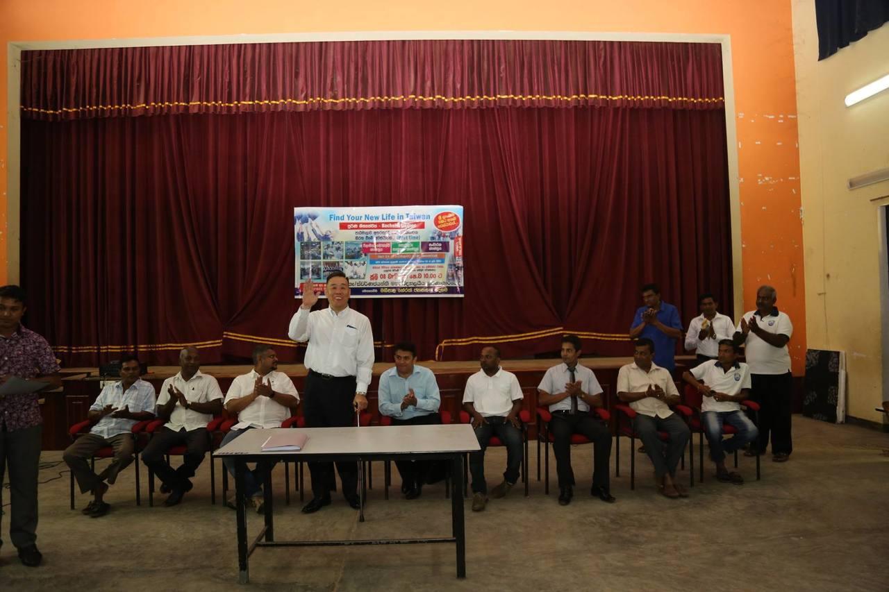 去年底假冒康寧大學「高層」的仲介、旅行社人員和斯里蘭卡政府官員等一行人,到斯里蘭...