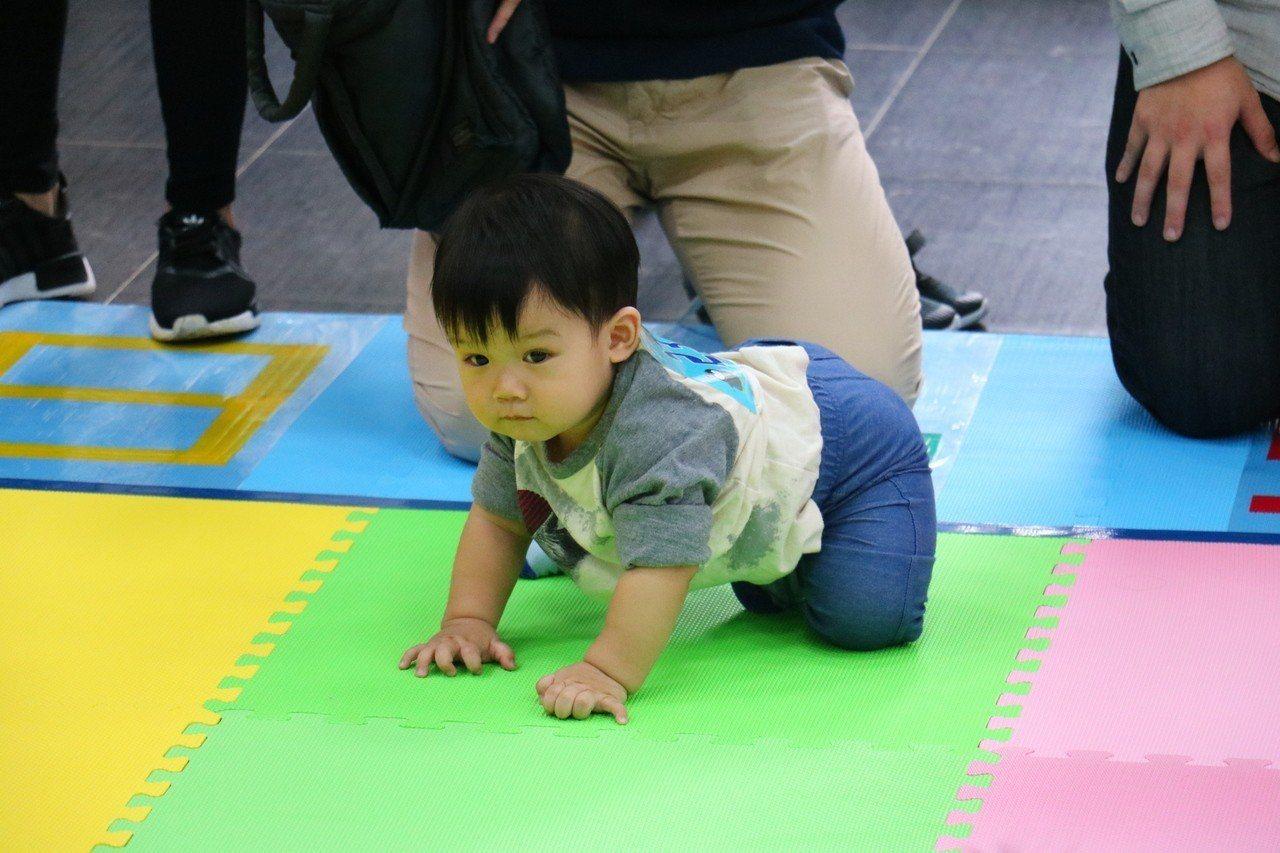心路基金會11月3日於竹縣芎林鄉舉辦第二屆「好天天兒童服務巡迴列車-寶寶運動會」...
