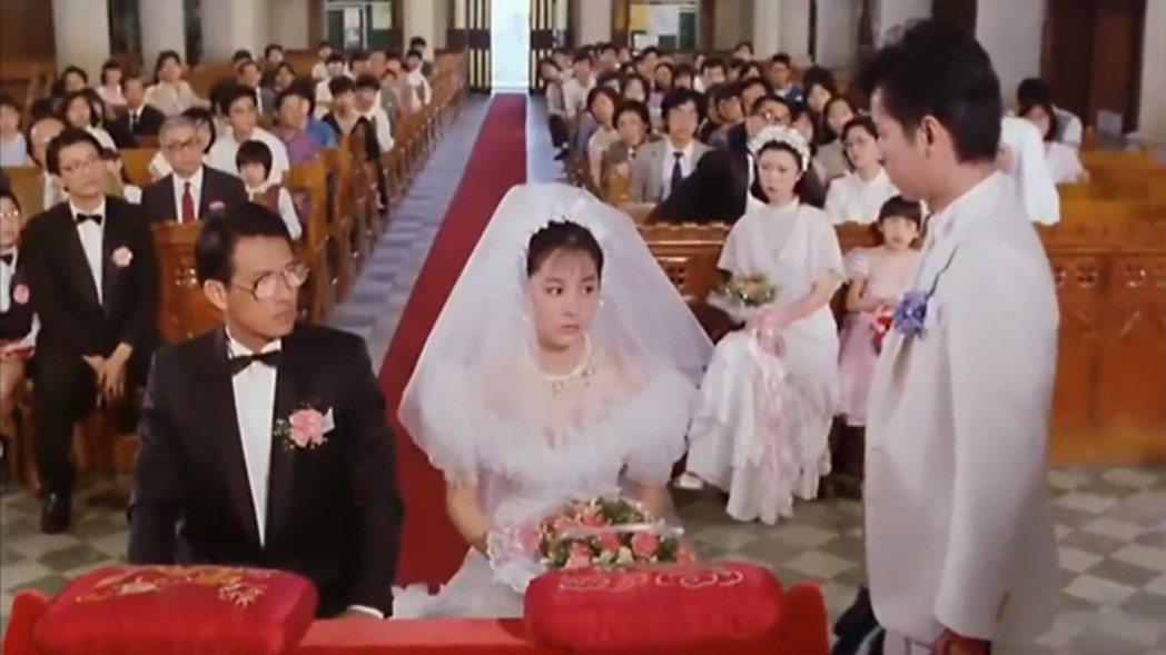 林青霞在「君子好逑」夾在譚詠麟與張國柱之間,又有穿上婚紗的造型。圖/翻攝自You...