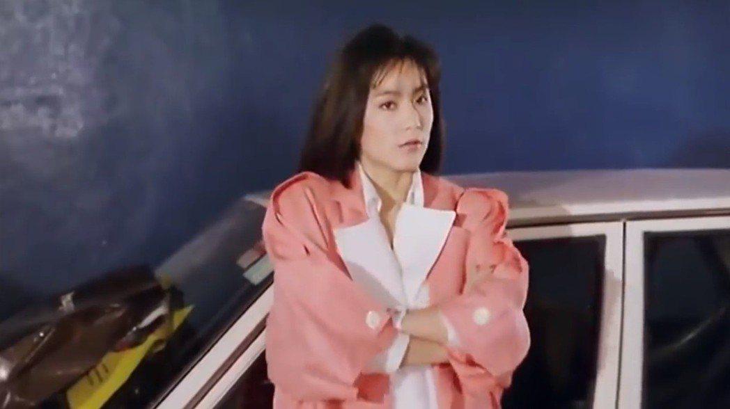林青霞在「君子好逑」造型時髦亮麗。圖/翻攝自YouTube