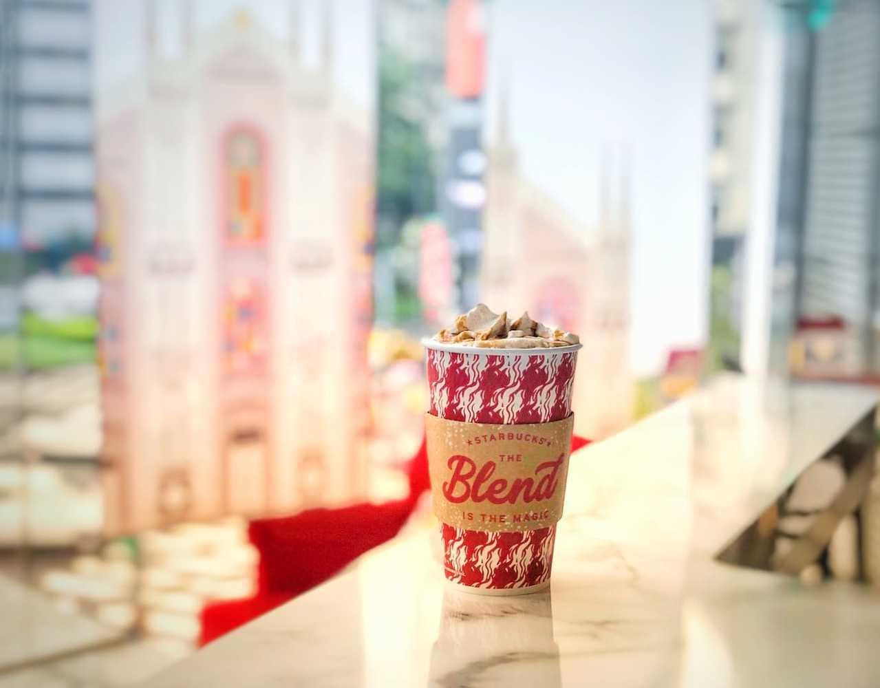 星巴克耶誕限定「薑餅香那堤」,全台只有3間店能喝到。圖/翻攝自星巴克臉書