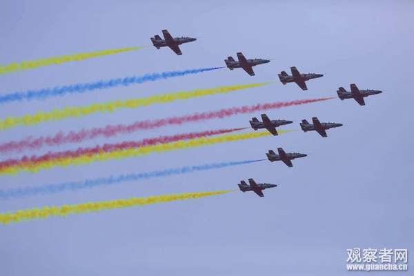 紅鷹飛行表演隊在珠海航展獻出處女秀。(觀察者網)