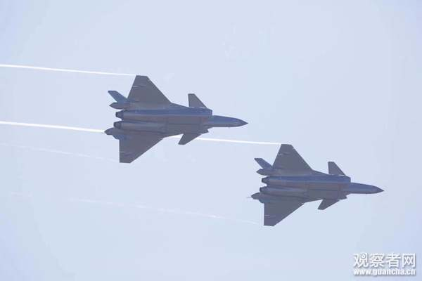殲20戰機在珠海航展。(觀察者網)