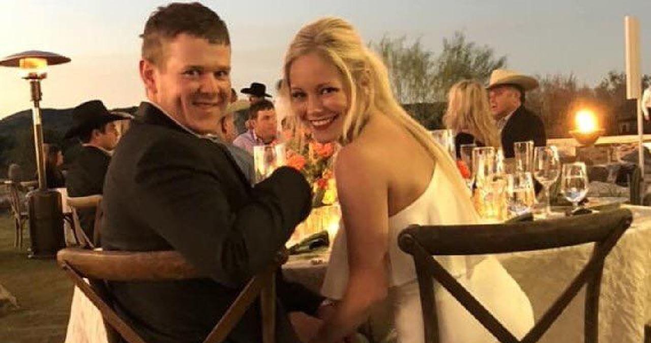 美國德州山姆休士頓州立大學一對新婚夫妻,3日晚間婚禮後搭乘直升機前往度蜜月途中,...