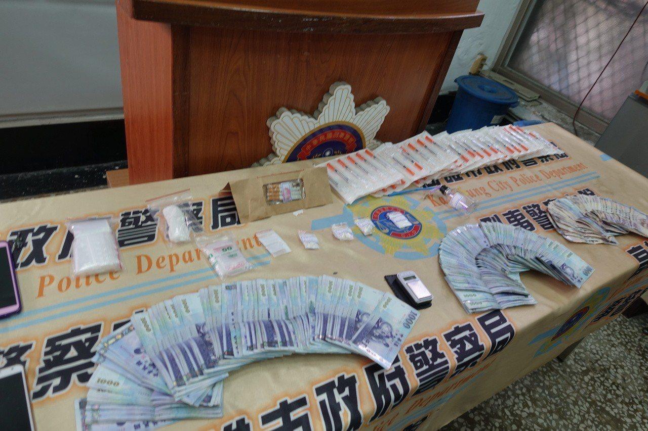 警方查獲毒品、疑似販毒所得贓款26萬3500多元。記者劉星君/攝影