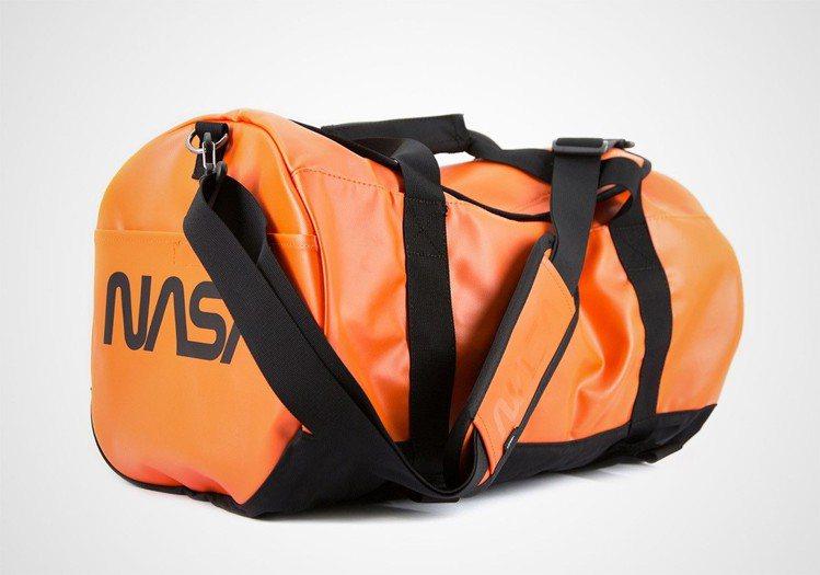 Vans聯手NASA推出Space Voyager系列旅行袋,2,980元。圖/...