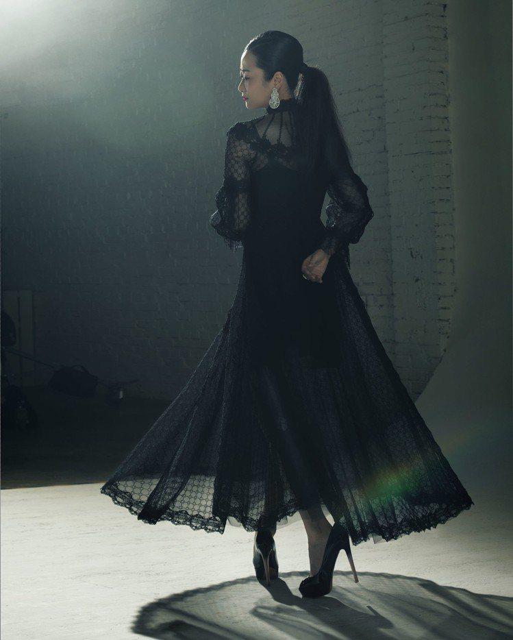入圍最佳女主角的趙濤拍攝「金馬榮耀時刻」。圖/伯爵提供