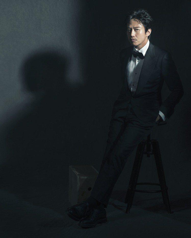 入圍最佳男主角的鄧超拍攝「金馬榮耀時刻」。圖/伯爵提供