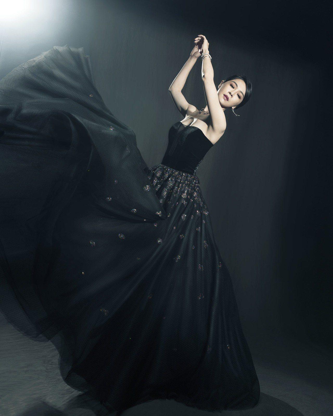 入圍最佳女主角的謝盈萱拍攝「金馬榮耀時刻」留下紀念。圖/伯爵提供