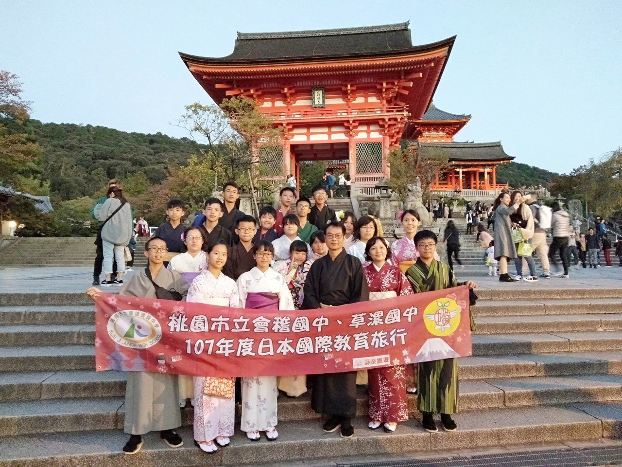 桃園會稽國中與草漯國中日前到日本參訪。圖/校方提供