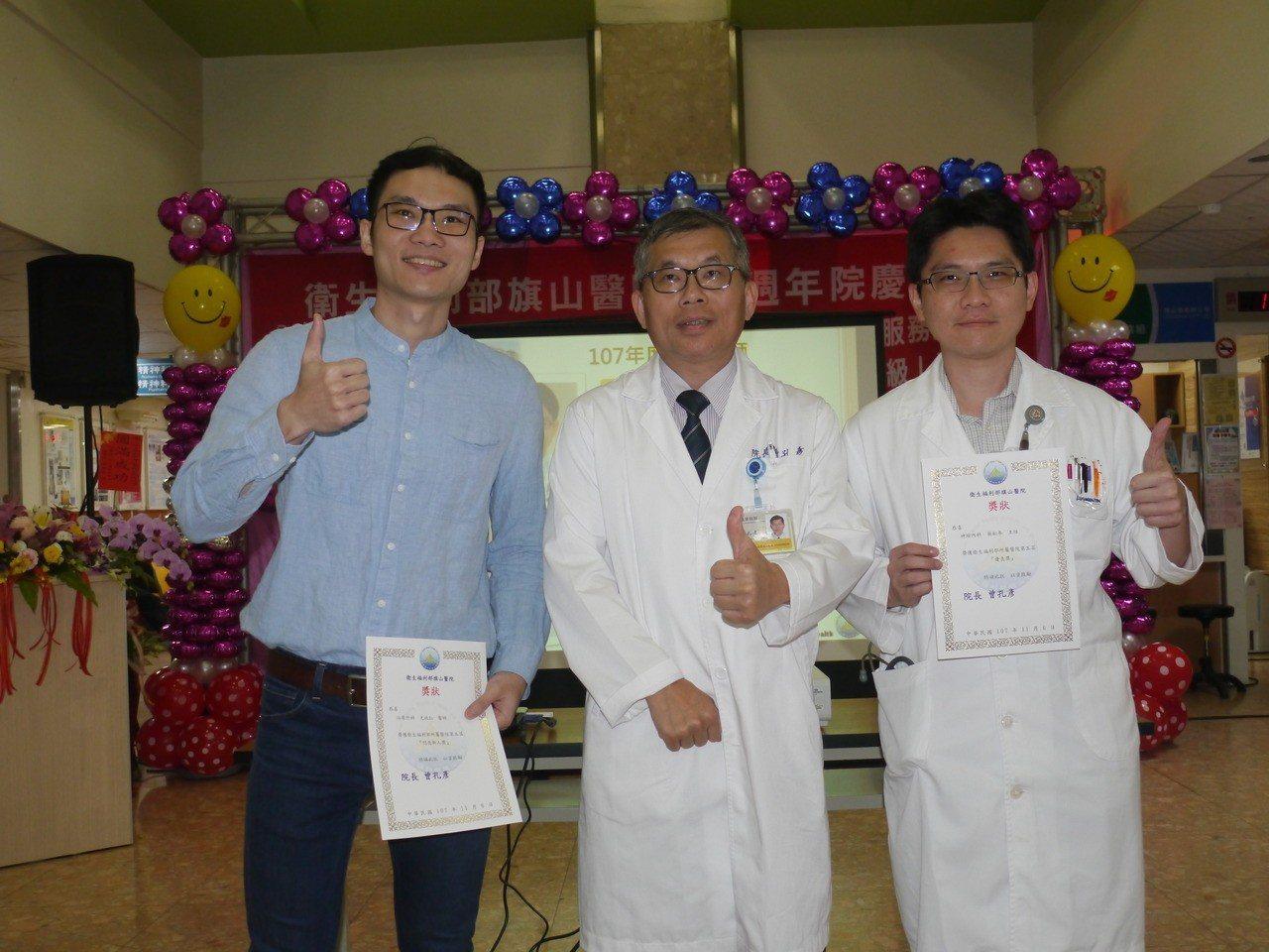 院方表揚107年度優良醫師,分別為神經內科主任蔡松年(右)、泌尿外科醫師尤政仁(...