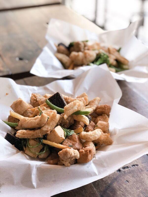 師大夜市超人氣的「師園鹽酥雞」。 圖/誠品提供