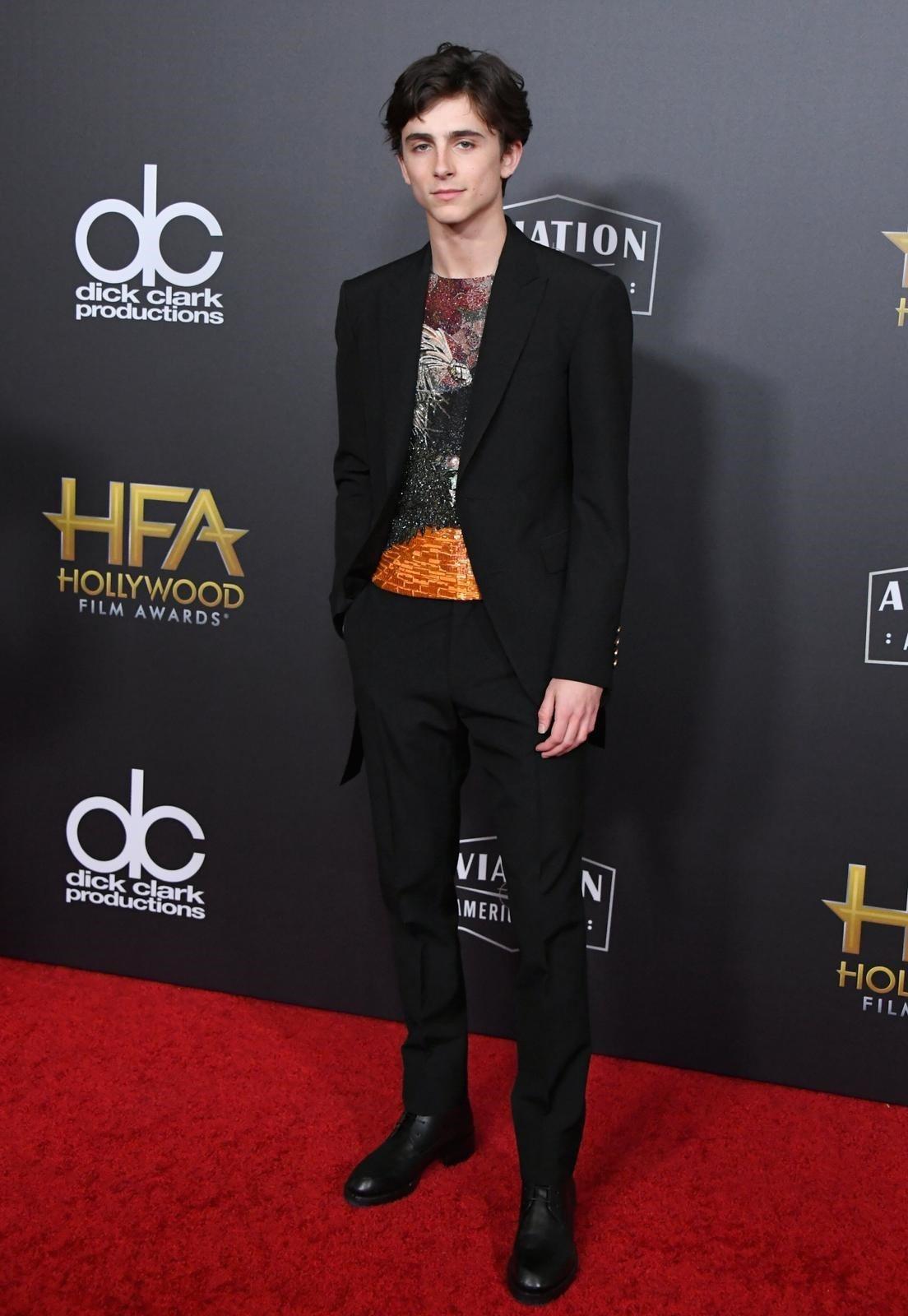 Timothée Chalamet出席好萊塢電影獎身穿Louis Vuitton...