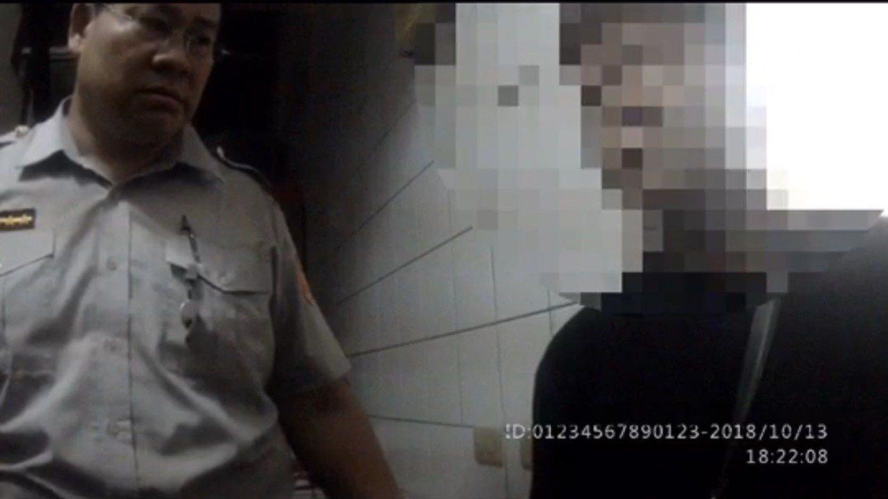 林姓男子多次夥同吸毒友人闖空門行竊財物,遭警方鎖定,但他相當機警,均能變裝逃跑,...