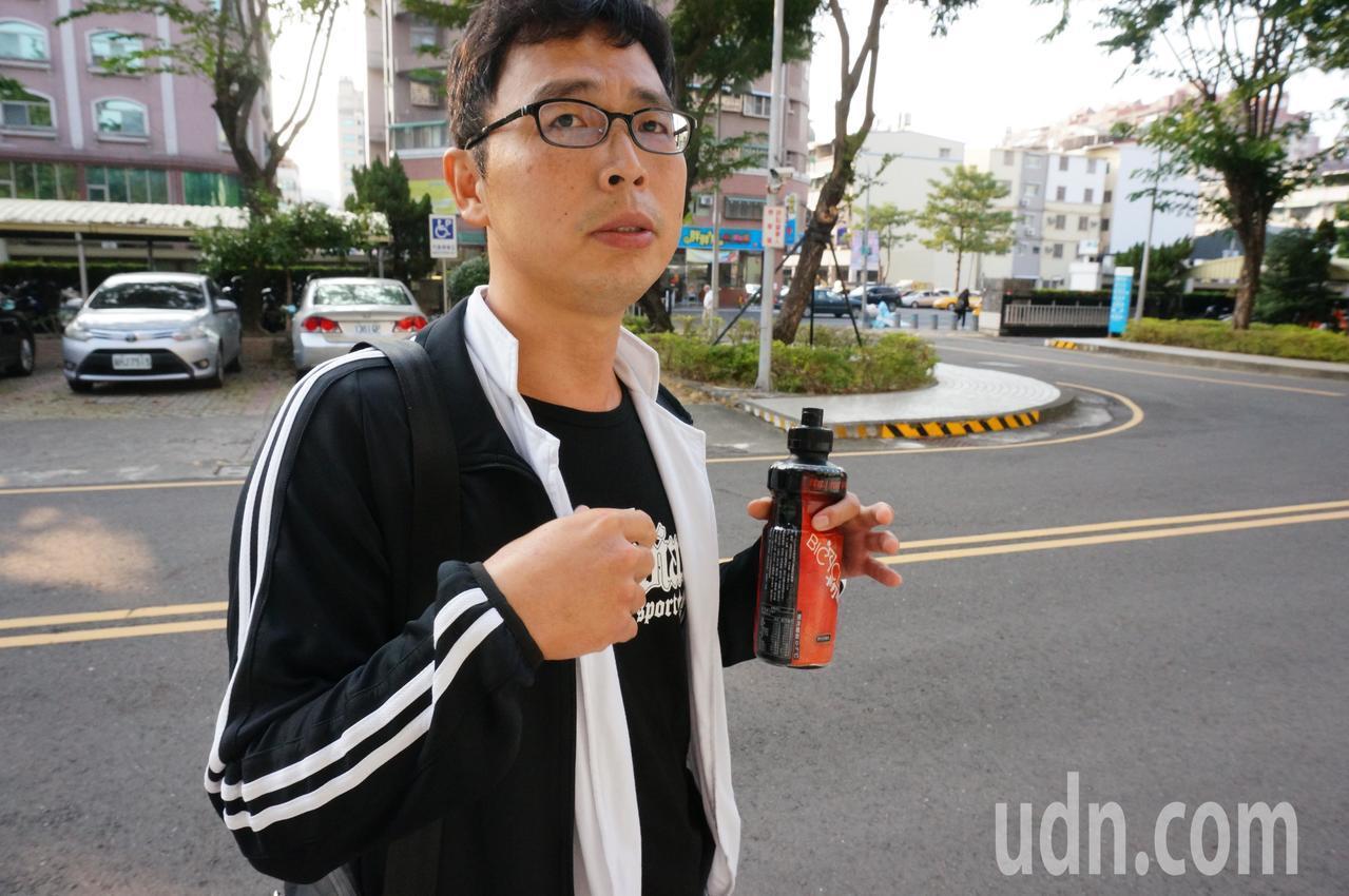 吳恊松今出庭表示,案發時前車的前車未開燈。記者林伯驊/攝影