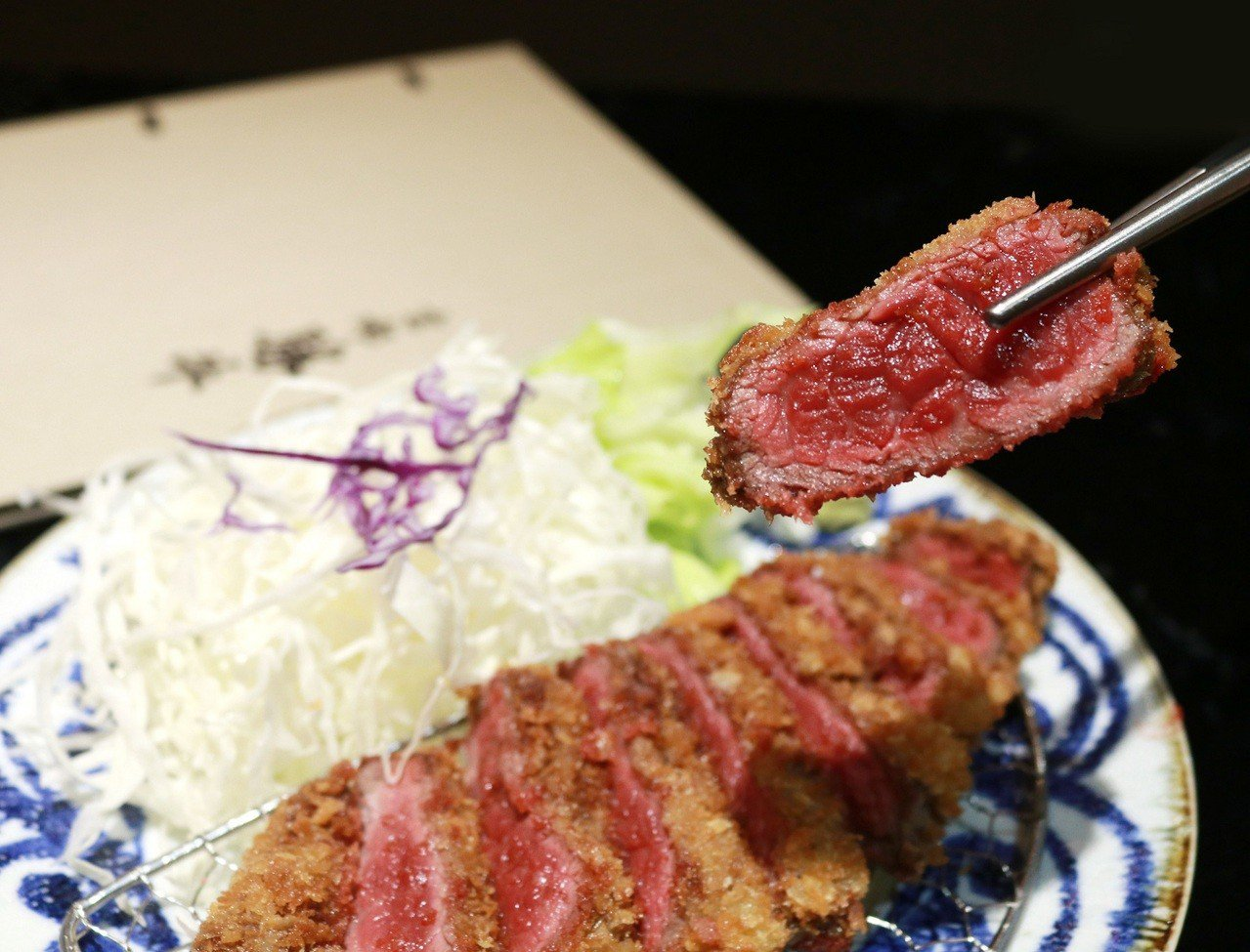 京都勝牛M9薄切下肩胛(含溫泉蛋),售價550元。業者/提供