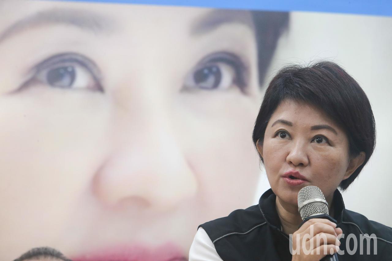 台中市長候選人盧秀燕說,她競選主題是拚經濟,給市民好生活,以台中2016年平均薪...
