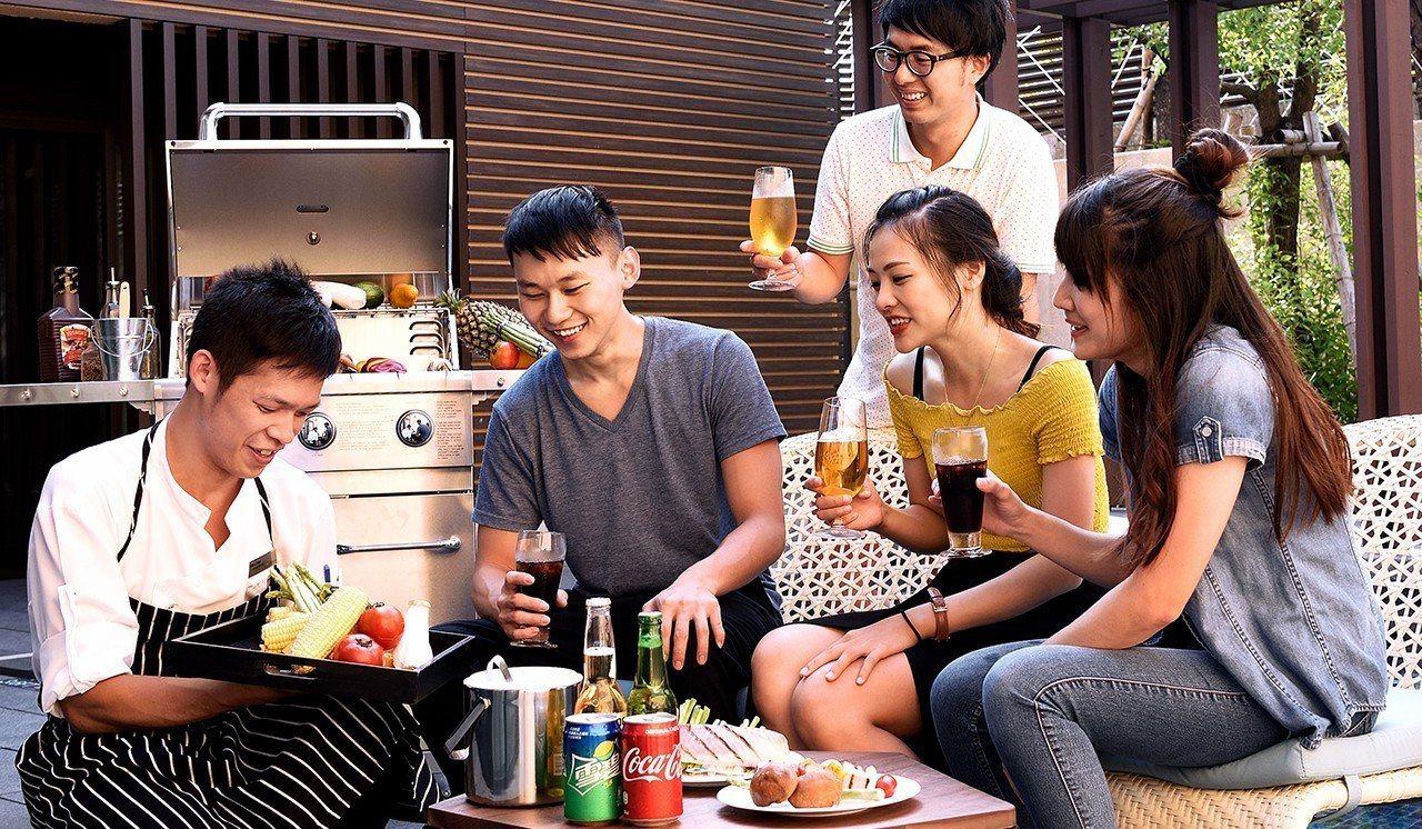 奢華遊除了入住Villa獨棟泳池別墅外,還有主廚團隊提供私人專屬BBQ服務。圖/...