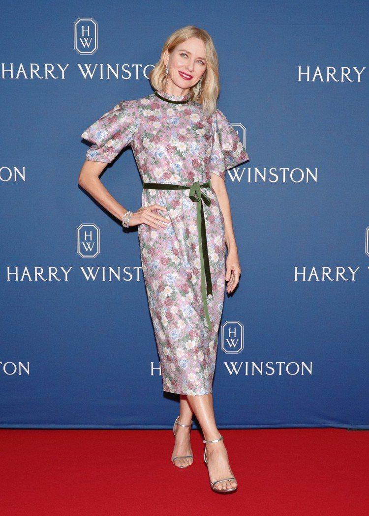 澳洲女星娜歐蜜華茲出席海瑞溫斯頓於美國紐約舉辦的全新頂級珠寶發表會,配戴Cent...