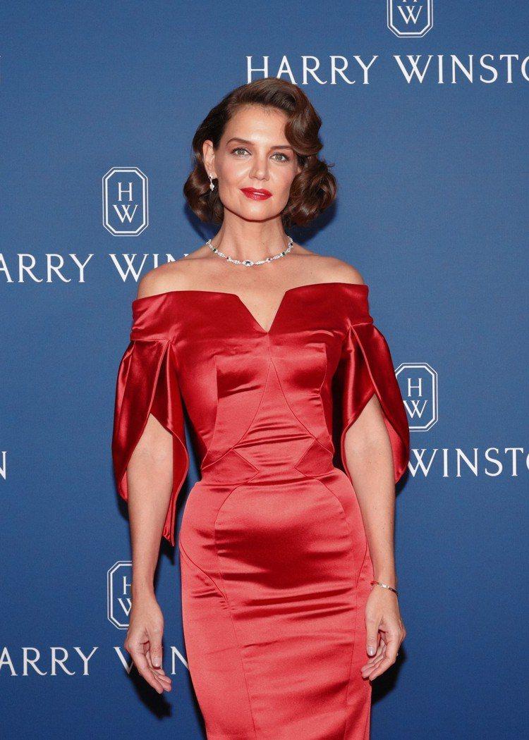 凱蒂荷姆斯出席海瑞溫斯頓於美國紐約舉辦的全新頂級珠寶發表會。圖/海瑞溫斯頓提供