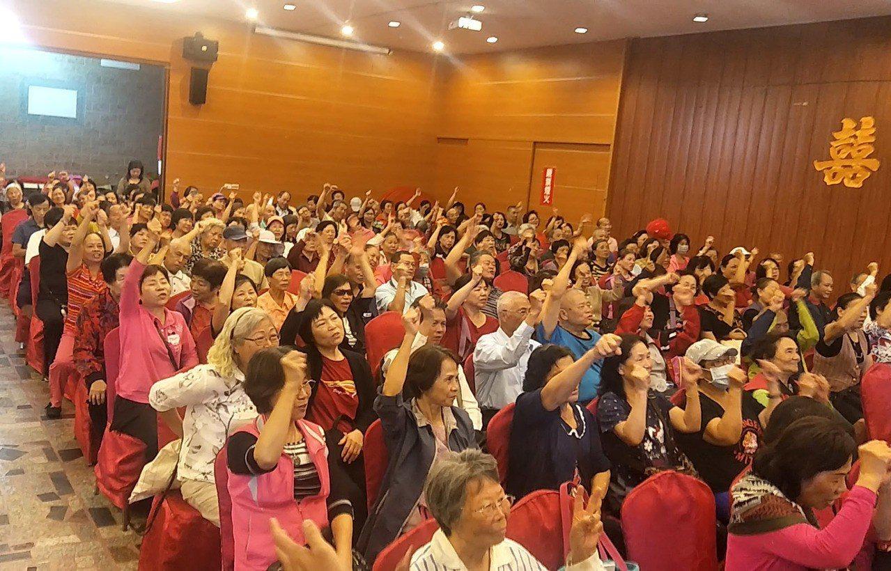 桃園市大園區婦女團體300多人站出來舉辦聯合挺聖大會,力挺國民黨桃園市長候選人陳...