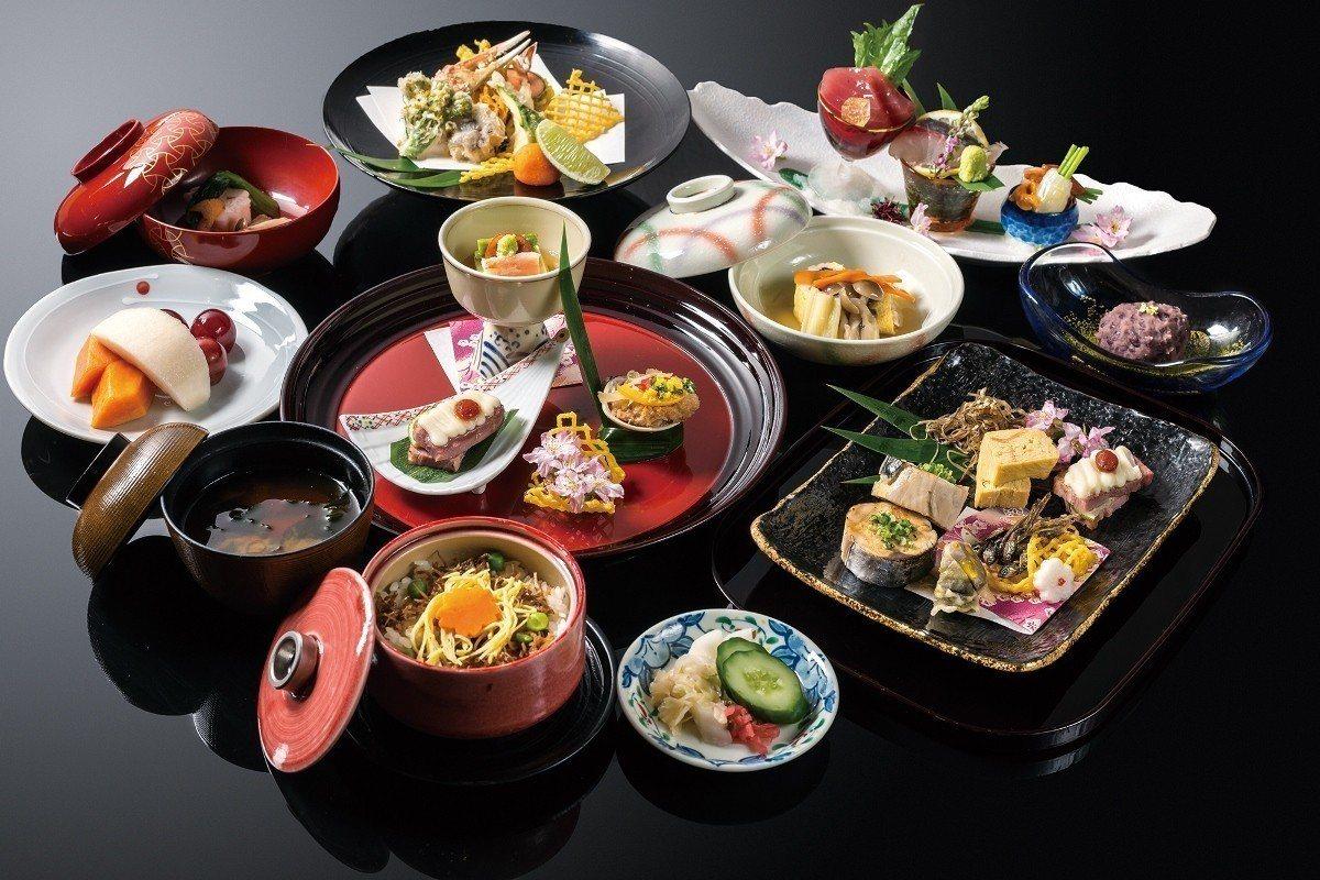 晚間在大倉久和山里日本料理享用會席料理。 大倉久和/提供