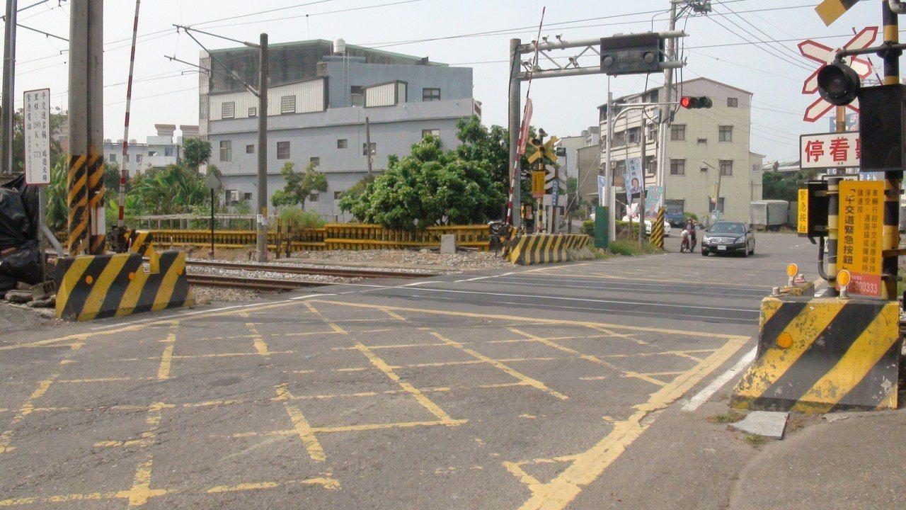 大林鎮的瑞德北路平交道,被台鐵認定為全國6大危險平交道之一。記者謝恩得/攝影