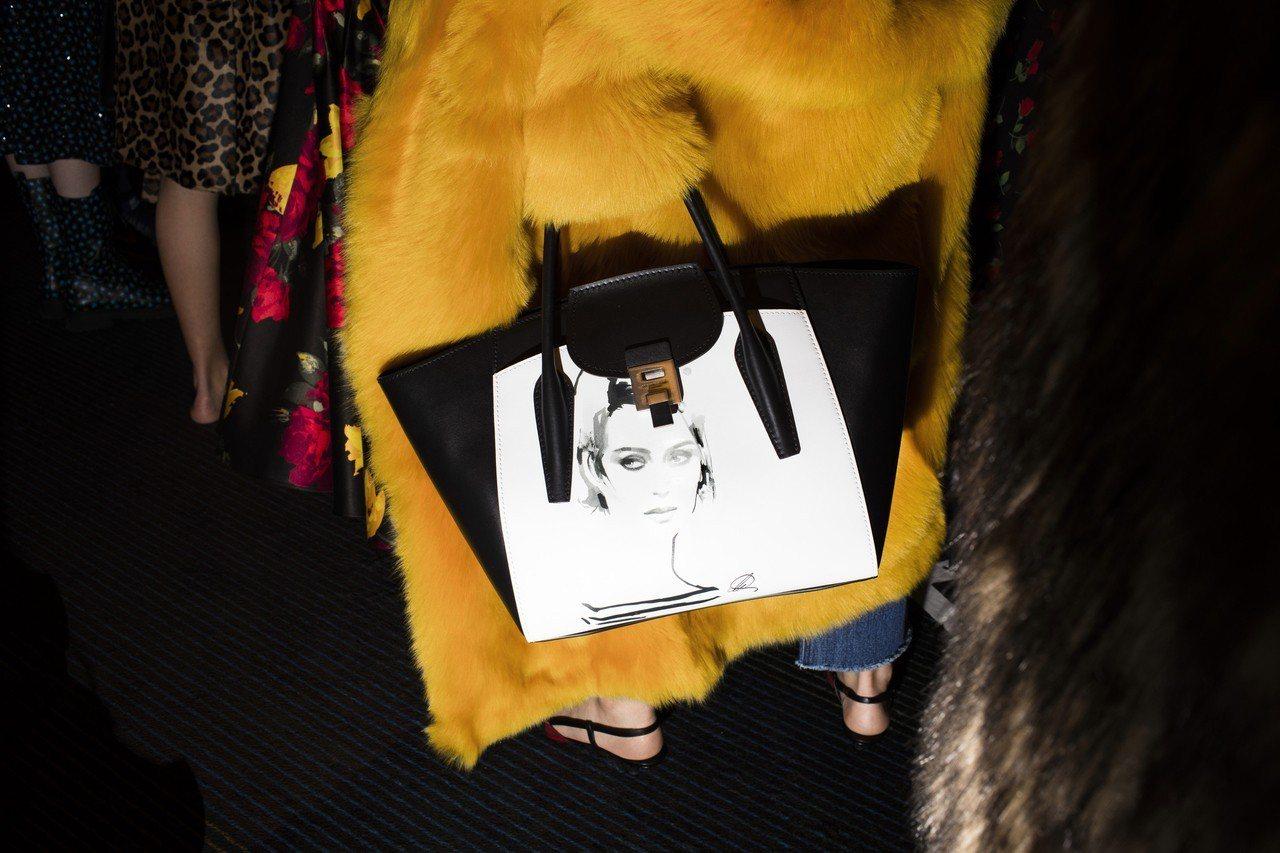 時尚藝術家David Downton所繪的Sabine有奢華妖豔的風情。圖/MI...