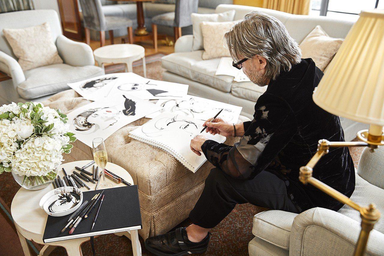時尚藝術家David Downton為MK旗下的Collection系列手繪包款...