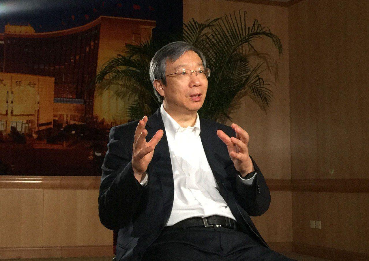 大陸央行行長易綱6日表示,將射三箭協助民營企業解決融資問題。(網路照片)