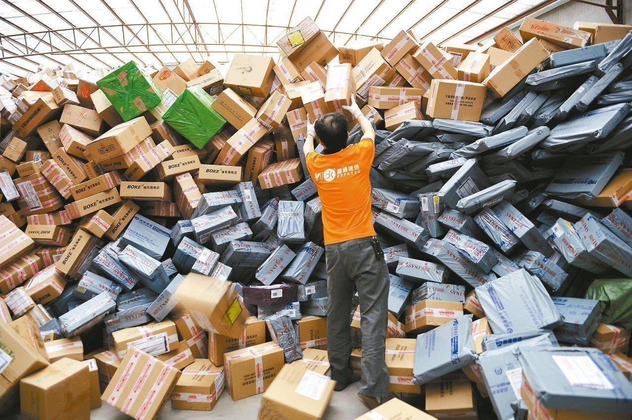 年度盛事「雙11」光棍節將屆,海關預估11月進口低價快遞貨物量可望達500萬筆,...