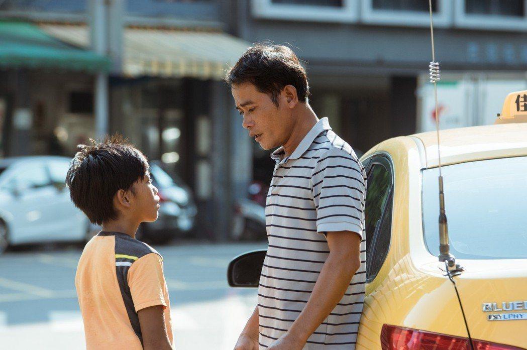 鍾家駿在「只有大海知道」中與父親的對手戲很動人。圖/海鵬提供