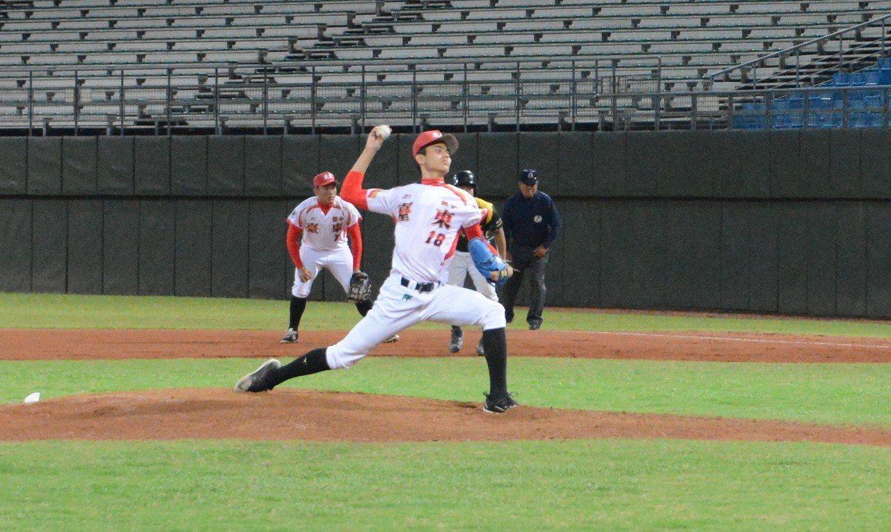 台東體中先發投手林敬凱身高186公分,受到球探關注。記者蘇志畬/攝影