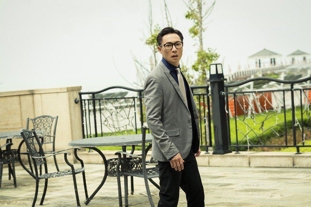謝祖武在劇中受到失智症影響,不斷上演迷路。圖/TVBS提供