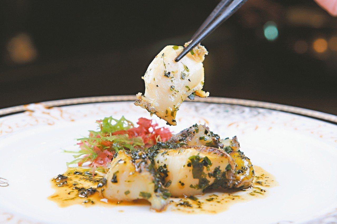 透過昆布與黃油調味的日本鮑魚。 記者陳睿中/攝影