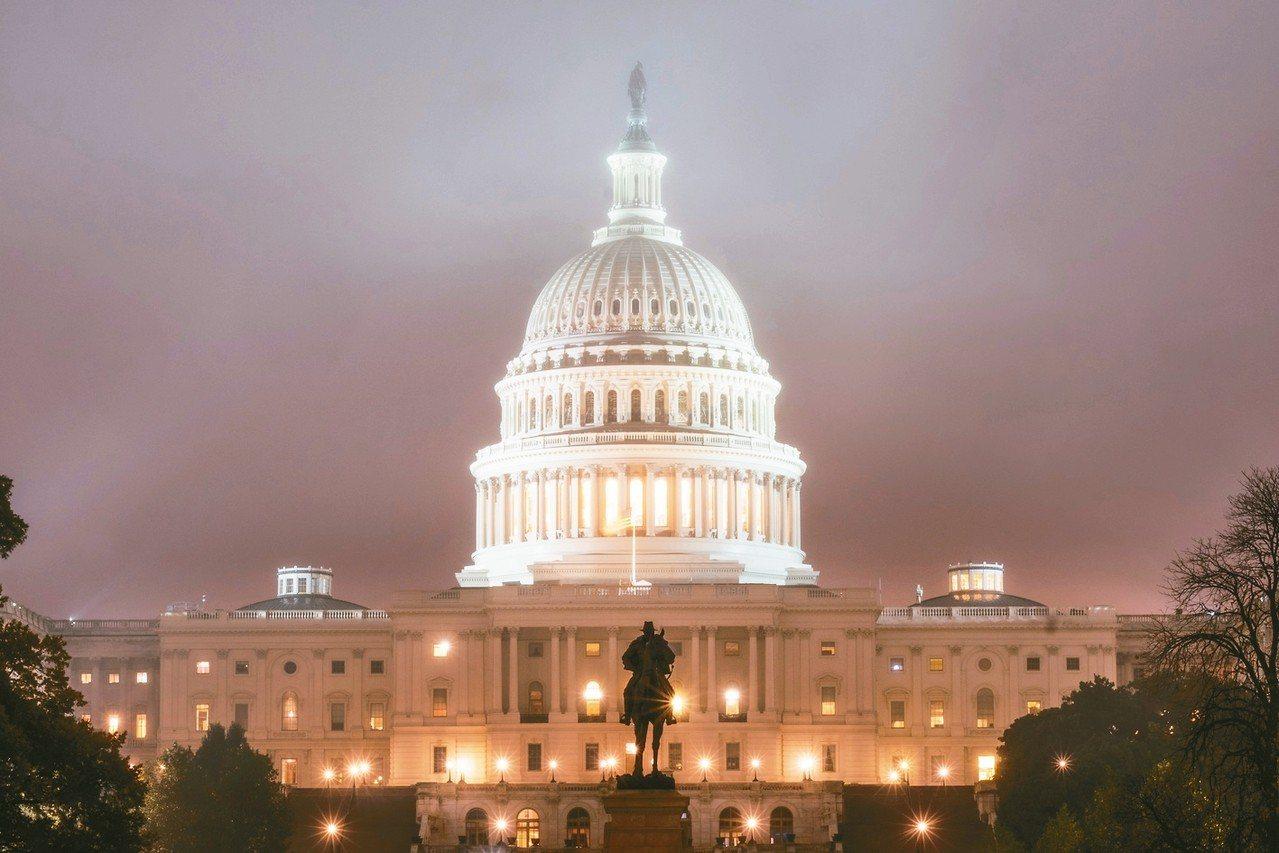 美國選舉結果一如選前預測,民主黨贏回眾院控制權,共和黨則在參院維持過半優勢。圖為...