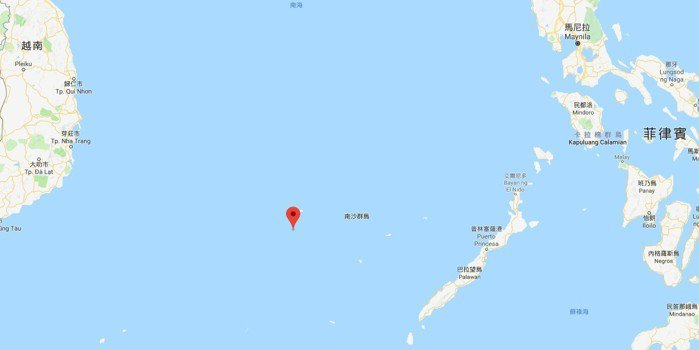 太平島(紅標處)位處南沙群島心臟地帶,周邊被其他島礁包圍。中華民國是最早駐兵南沙...