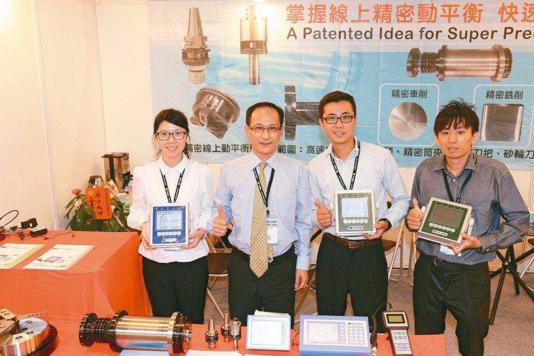 普陽商貿公司總經理楊孝晟(左二)。 黃奇鐘/攝影