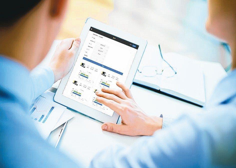 廠商可利用東台的「TLM整線監控管理系統」,透過行動裝置監控整廠設備及觀看統計分...