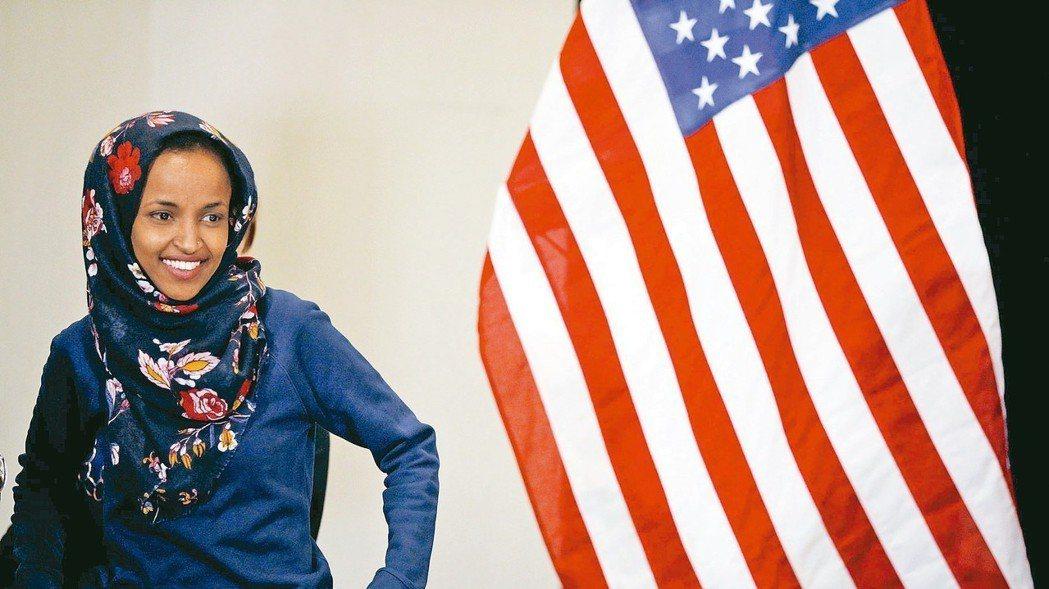 首位穆斯林民主黨籍明尼蘇達州眾議員候選人歐瑪挑戰成功,成為首位女性穆斯林國會...
