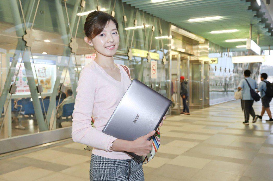 宏碁TravelMate T6系列讓商用筆電也能具有時尚味。 彭子豪/攝影