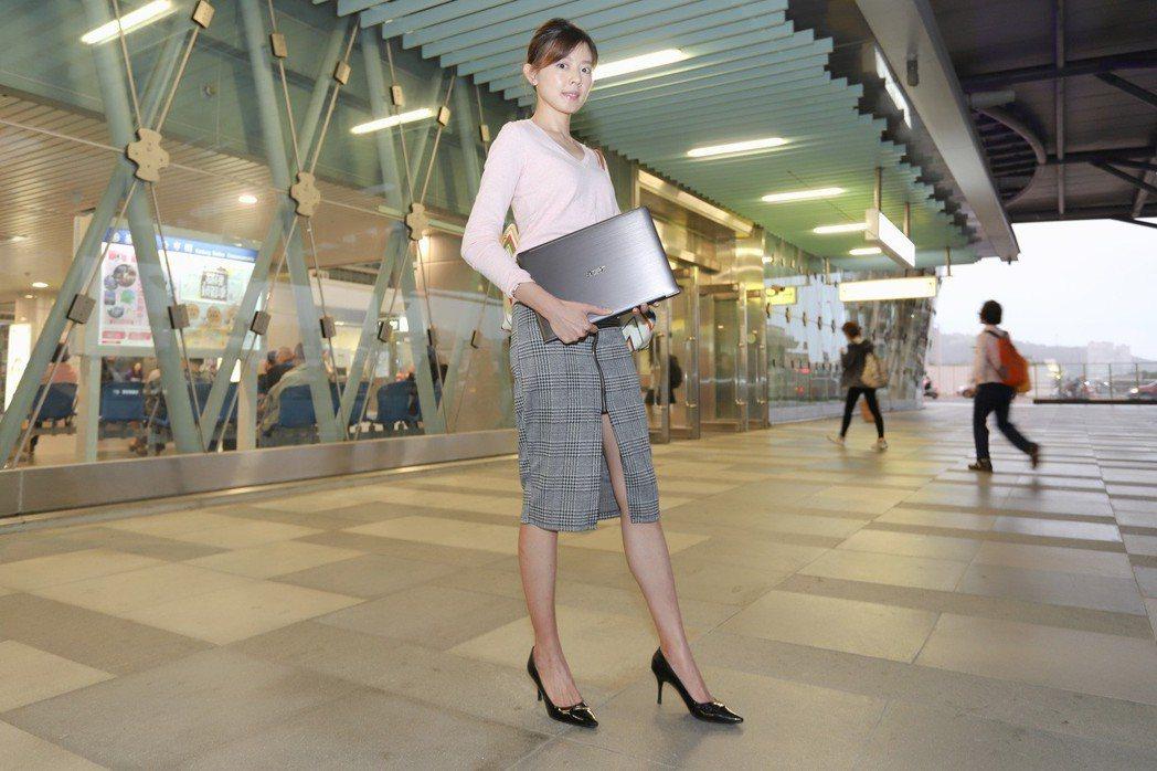 TravelMate T6系列完全可提高商務人士的專業形象。 彭子豪/攝影