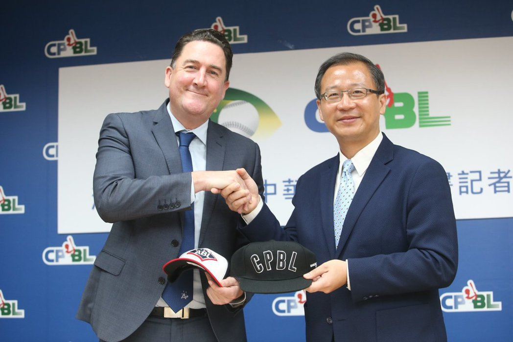 澳洲職棒執行長Cam Vale,9月正式遞交加盟企劃書給中職聯盟會長吳志揚。 圖/取自中華職棒官方臉書