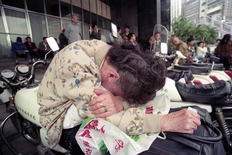 對於80-90年代精神病患的家屬來說,龍發堂成為唯一一條可走的路。圖為1990年...