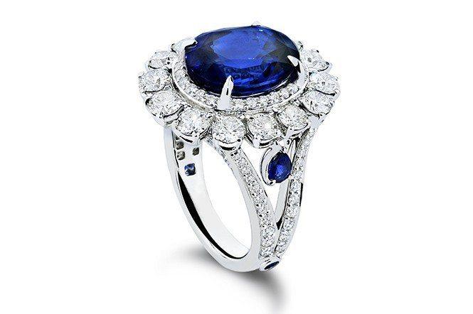 藍寶石迷人深邃的藍色,守護了令人羨慕的愛情。(DER MOND, Thailan...