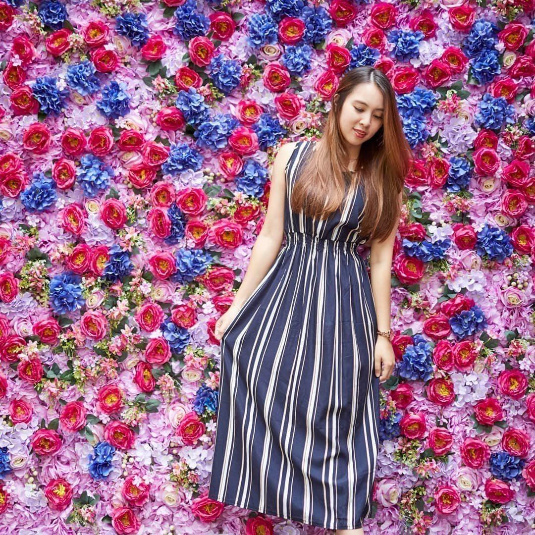 (圖/FB@花鮨提供) ▲進店內後,大門口旁有一面999朵花打造成的花牆,也吸引...