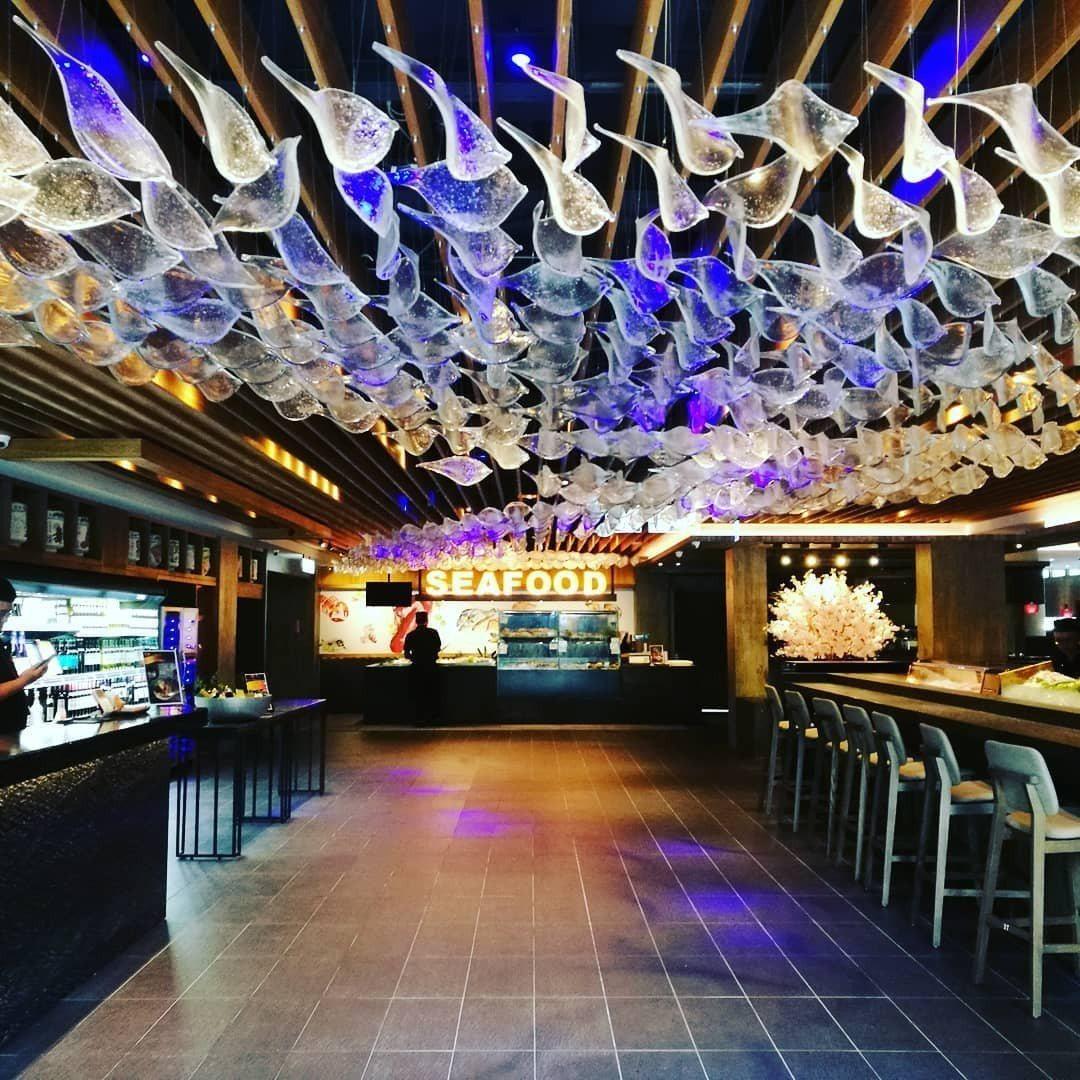 (圖/IG@cifood.taichung提供) ▲餐廳上方還有666隻玻璃魚,...