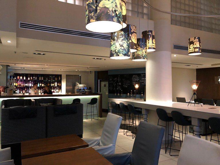 一樓酒吧餐廳的用餐空間,人不多,晚上在這邊喝杯啤酒好舒服 圖文來自於:TripP...